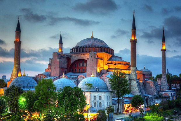 Karpet Masjid Hagia Sophia, Kisah Menarik dibalik Sejarah Islam di Turki