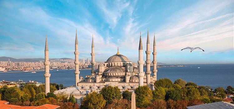 9 Karpet Turki untuk Masjid Wisata Religi di Indonesia